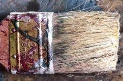Den smutsiga målarfärgborsten, makro royaltyfri foto