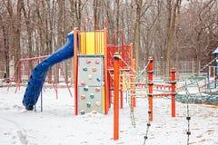 Den snöig barnlekplatsen i vinter parkerar, Kanada Arkivbilder