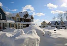 Den snöig gatan för snön Karlavagnen kom Arkivbilder