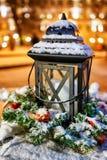 Den snöig lyktan på den Vilnius julen marknadsför i Litauen Royaltyfria Bilder