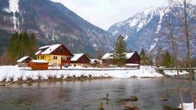 Den snöig Obertraun byn, Österrike lager videofilmer