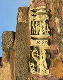 Den sned lättnaden på en gammal tempel Arkivfoto