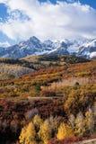 Den Sneffels bergskedjan i den tidiga hösten som beskådas från Dallas Divide, Colorado royaltyfri fotografi