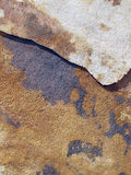 Den solbelysta stenen kritiserar stycken med skugga Arkivbilder