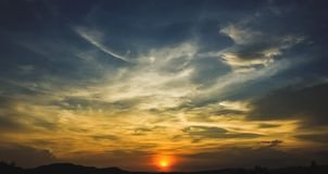 Den solnedgånghimlen och horisonten royaltyfria foton