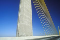 Den solskenSkyway bron i Tampa Bay, Florida Arkivbilder