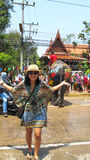 Den Songkran festivalen firas med elefanter i Ayutthaya Royaltyfri Fotografi
