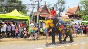 Den Songkran festivalen firas med elefanter i Ayutthaya Arkivfoton