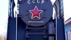 Den sovjetiska ångalokomotivet lager videofilmer