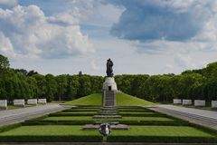 Den sovjetiska krigminnesmärken i Treptower parkerar Royaltyfri Bild