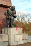 Den sovjetiska krigminnesmärken i Treptower parkerar, Berlin Arkivfoto