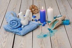 Den Spa massageinställningen med den thai växt- kompressen stämplar. Fotografering för Bildbyråer