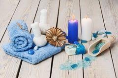 Den Spa massageinställningen med den thai växt- kompressen stämplar. Arkivfoto