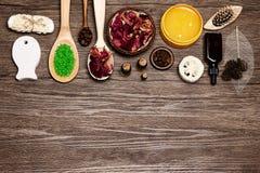 Den Spa produkter och tillbehören sänker den lekmanna- uppsättningen med fritt utrymme för te arkivfoto