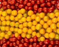Den spanska flaggan bildade av Cherrytomater Royaltyfri Bild