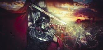 Den spartanska krigarehjälmen, harnesken och röd udde på en slagfält, lurar Royaltyfri Foto