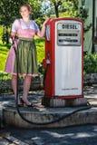 Den speciala servicen på bensinstationen Royaltyfri Foto