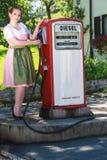Den speciala servicen på bensinstationen Royaltyfria Bilder