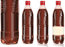Plast- fyra buteljerar av cola med etiketter Arkivbild