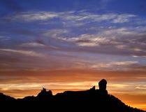 Den spektakulära solnedgången från det naturligt parkerar Roque Nublo, Gran canaria, kanariefågelöar Royaltyfri Fotografi