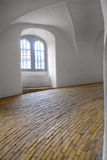 Den spiral rampen i runt torn i Köpenhamn Royaltyfria Bilder