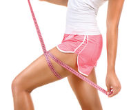 Den sportiga modellflickan mäter hennes ben Arkivfoto