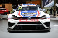 Den sportscar Volkswagen Golf GTI TCR är på Dubai den motoriska showen 2017 Royaltyfria Foton
