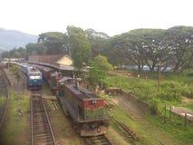 Den Sri Lanka Badulla drevstationen och Badulla Colombo utbildar Fotografering för Bildbyråer