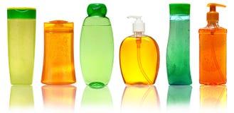 Den stängda skönhetsmedlet eller den plast- flaskan för hygien av stelnar, vätsketvål, lotion, kräm, schampo bakgrund isolerad wh Arkivbild
