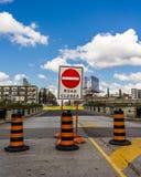 Den stängda vägen undertecknar in Toronto royaltyfria bilder