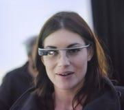 Den ståendemartina panagiaen testar Google exponeringsglas Arkivbilder