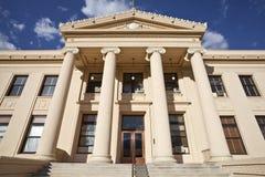 Den ståndsmässiga domstolsbyggnaden går eftermiddaglampa Arkivbilder