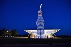 Den största flaskan av sodavatten i världen royaltyfria bilder