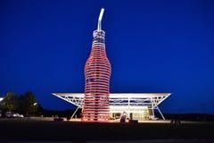 Den största flaskan av sodavatten i världen fotografering för bildbyråer