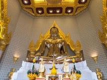 Den största guld- buddhaen i meditationhandling royaltyfri fotografi