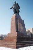 Den största monumentet till Lenin i Kharkov i vinter Arkivbilder