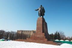 Den största monumentet till Lenin i Kharkov i vinter Royaltyfri Foto