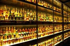 Den största samlingen för Scotch Whisky i världen Royaltyfria Foton