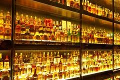 Den största samlingen för Scotch Whisky i världen Royaltyfri Foto