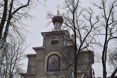 Den St Petersburg kyrkan av Alexandrovskyen parkerar royaltyfria foton