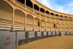 Den st?rsta och mest ber?mda spanska tjurf?ktningsarenan ?r plazaen de Toros Hemland av den spanska bullfightingen royaltyfri fotografi