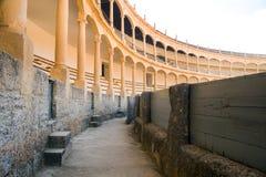 Den st?rsta och mest ber?mda spanska tjurf?ktningsarenan ?r plazaen de Toros Hemland av den spanska bullfightingen royaltyfri foto