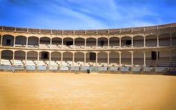 Den st?rsta och mest ber?mda spanska tjurf?ktningsarenan ?r plazaen de Toros Hemland av den spanska bullfightingen arkivbild