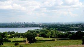 Den stads- gränsen av land för grönt bälte Royaltyfria Bilder