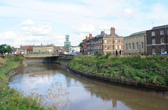 Den stads- utomhus- sikten av floden Nene kör i den norr randen, England, Europa Royaltyfria Foton