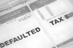 Den Standardwert angenommenes Steuerbescheid mit Unschärfe Stockfotos