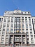 Den statliga Dumaen och folket går Royaltyfria Bilder