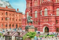 Den statliga historiska museum- och marskalkZhukov statyn, Moskva, R Arkivfoto