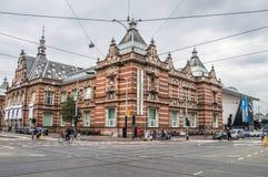 Den Stedelijk museumbyggnaden på Amsterdam Nederländerna 2018The Stedelijk museumbyggnad på Amsterdam Nederländerna 2018 royaltyfri foto