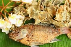 Den stekte fisken flår Royaltyfri Fotografi